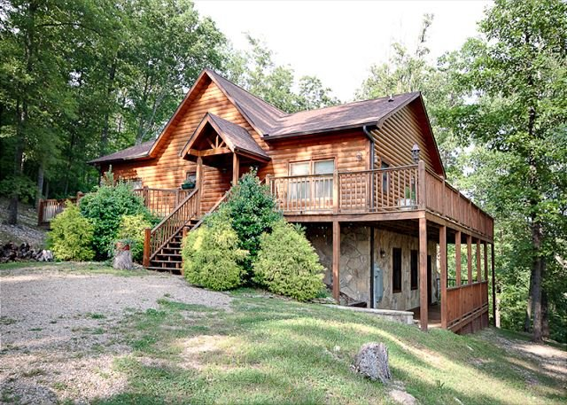 Providence Cabin great getaway to just soak in the hot tub., vacation rental in Townsend
