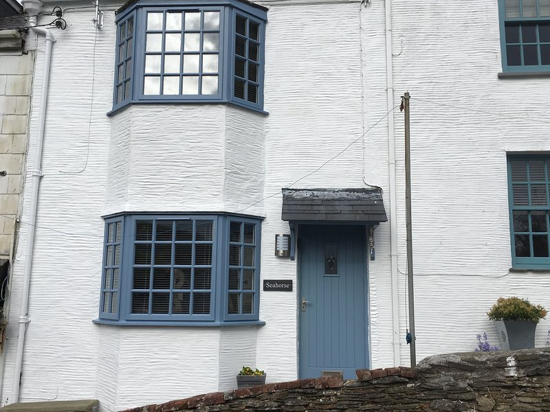 Seahorse is a beautiful refurbished cottage. Lovely river views., Ferienwohnung in Looe