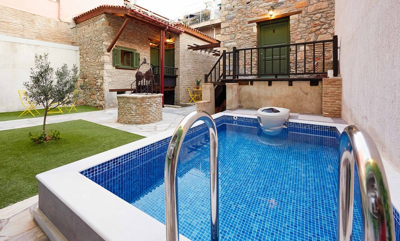 Special Offer Apartment with Balcony in the heart of city!!, holiday rental in Athens