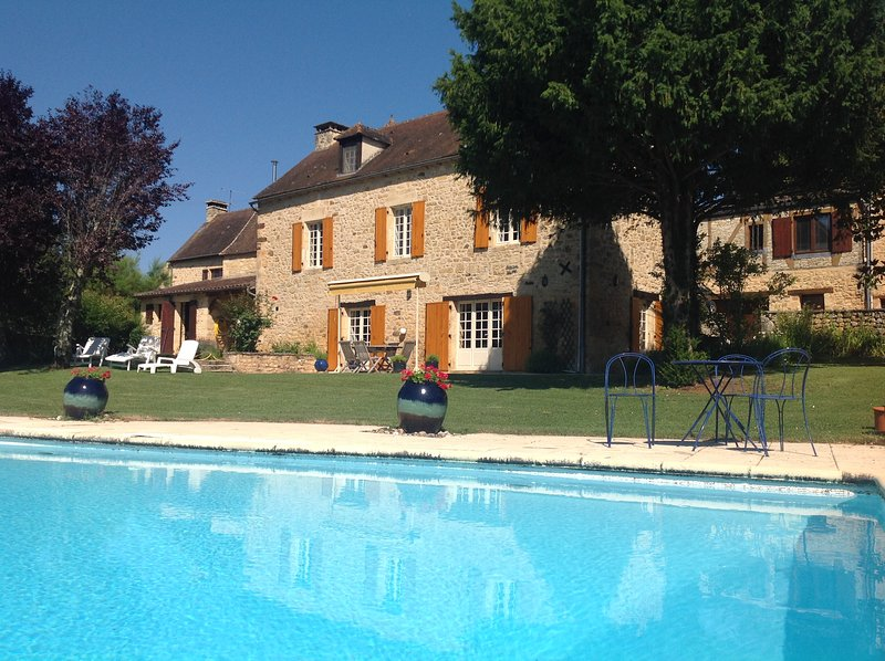 LA BOUFFARDINE - COMFORTABLE STONE HOUSE WITH PRIVATE POOL, GARDEN AND VIEWS, holiday rental in Saint-Martial-de-Nabirat