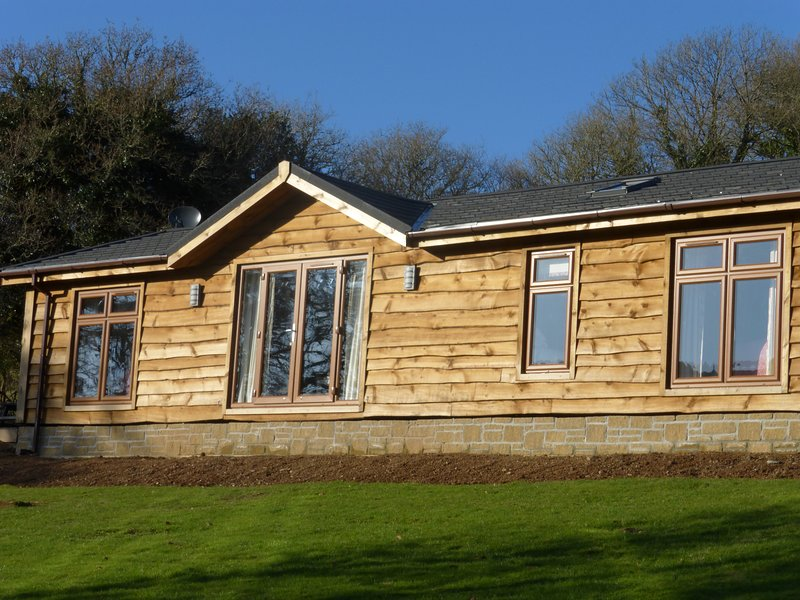 Stunning Timber Lodge overlooking the River Fowey & Glynn Valley, vacation rental in Bodmin