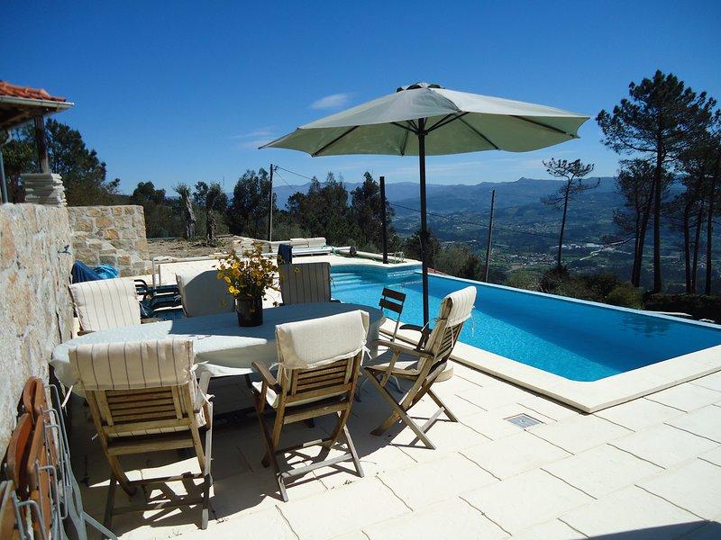 Spacious villa with swimming-pool, location de vacances à Arcos de Valdevez