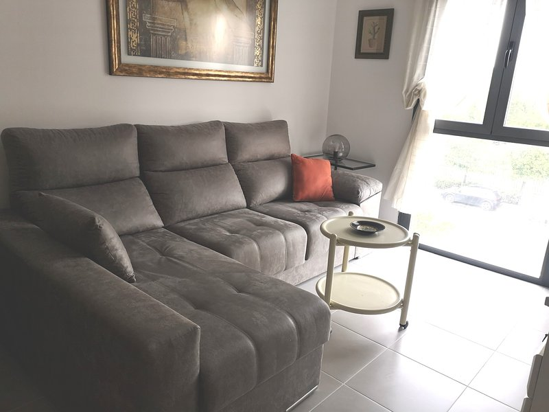 Beautiful apt in Sevilla & Wifi, location de vacances à Lora del Rio