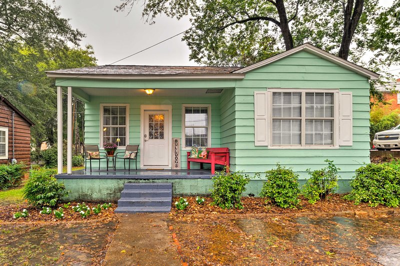 Cotton District Home - Walk to MSU, Shops & Cafes!, vacation rental in Starkville