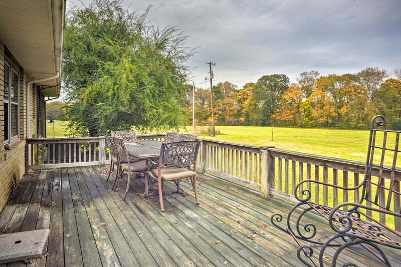 Escape the hustle and bustle of the city at this Dickson vacation rental!