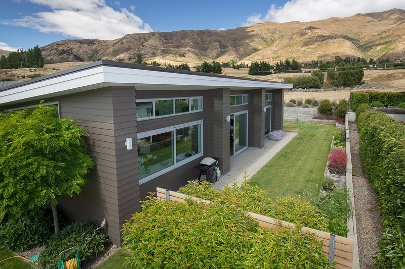 Release Wanaka - Kelliher Drive, contemporary, stylish 4 bedroomed home, ideal for up to 8 guests.