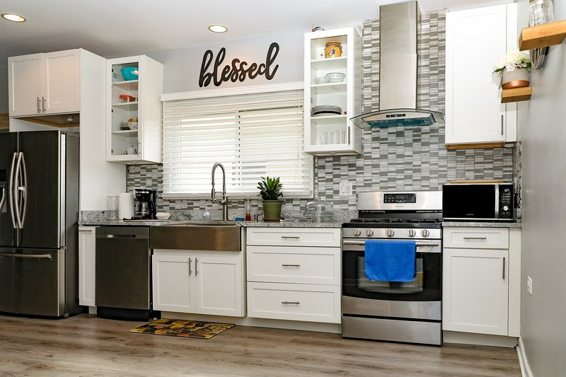 Newly Remodeled Modern Apartment, vacation rental in Lombard