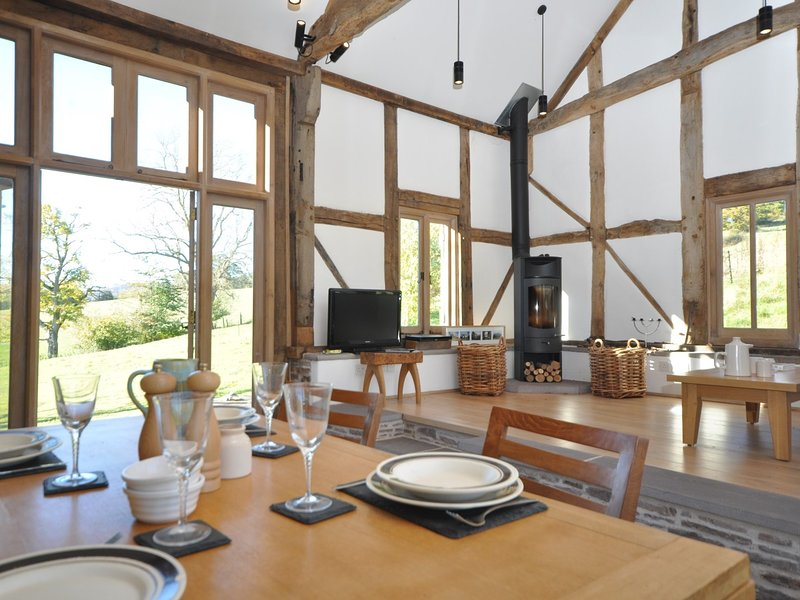 Beautifully restored barn with tradtional features and stylish interiors