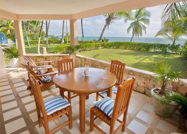Lovely beachfront 2 BR/2BA condo.  Gated community - Pool, Wifi, AC, aluguéis de temporada em Akumal