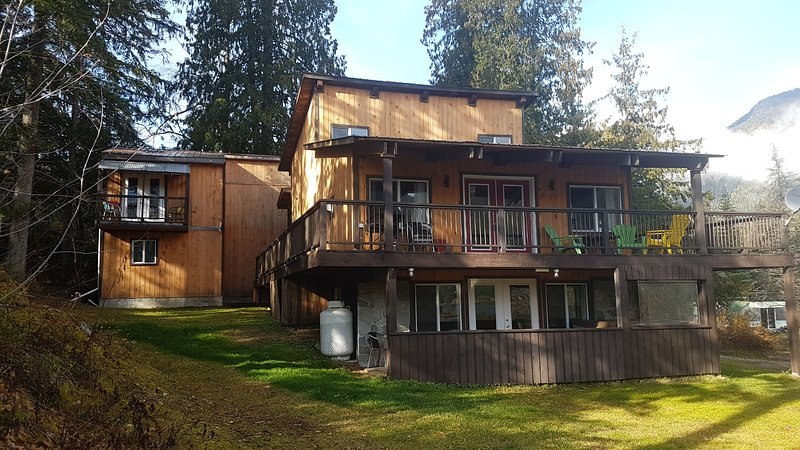 Revelstoke, BC - Top Hat Terrace Vacation Rental, vacation rental in Revelstoke