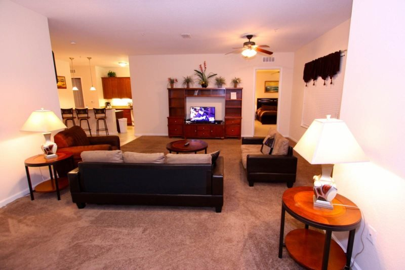 4804CA-408. 3 Bedroom Penthouse Condo with Views of the Lake and SeaWorld Firewo, vacation rental in Orlando