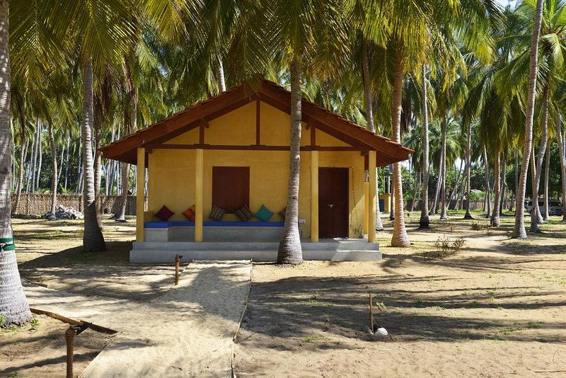 Deluxe Bungalow with AirCon, holiday rental in Kalpitiya