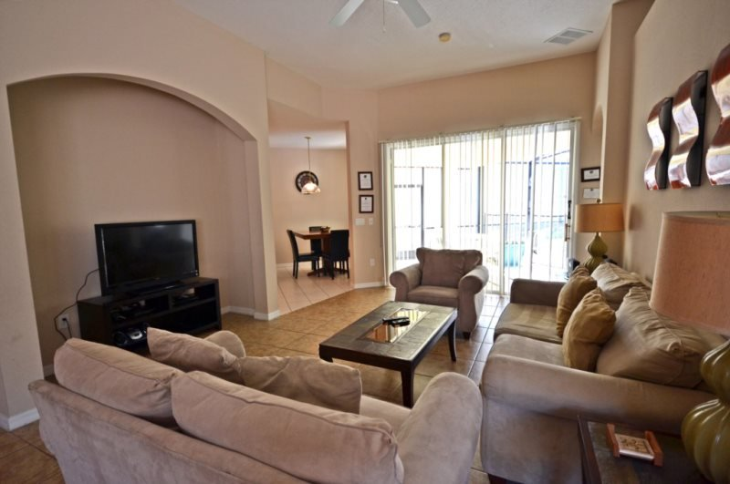 609CD. Large 6 Bedroom Villa with South Facing Pool with Spa and a Games Room, vacation rental in Haines City