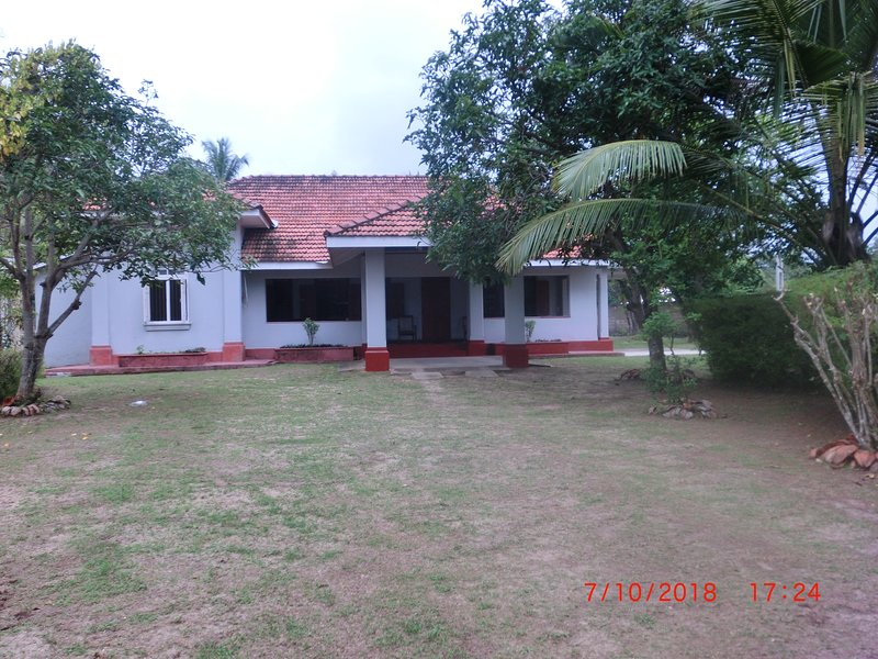 Colonial Home with all facilities, holiday rental in Nittambuwa