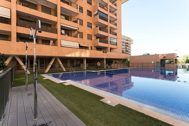 ApartUP Sunny Beach. WiFi + PK + A/C + Piscina, alquiler vacacional en Alboraya
