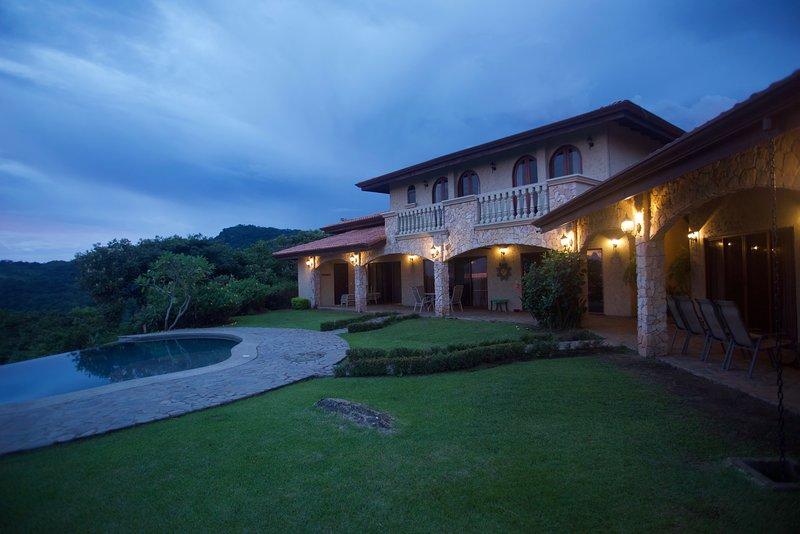 Incredible Ocean View Villa, Casa de Leones
