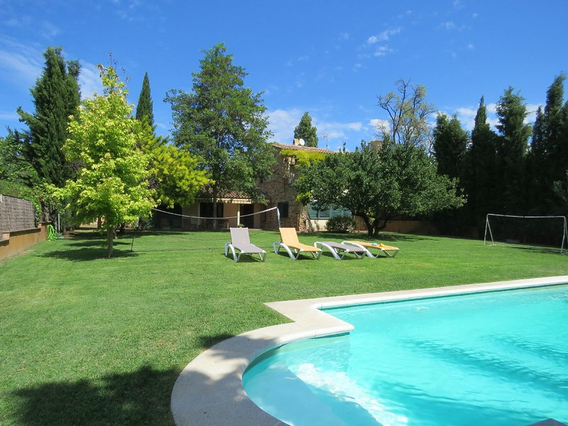 Costabravapartment Casa Anna. Villa with private pool, 15 mins to the beach, aluguéis de temporada em Vilademuls
