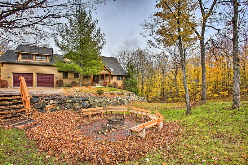 With a fire pit and beds for 16, this home is truly 5-star.