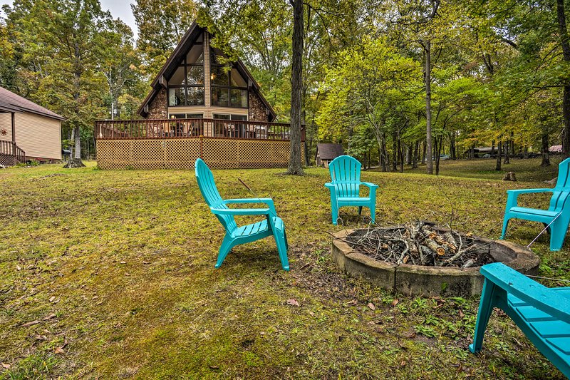 Cozy Dover Home w/Boat Dock, Fire Pit & Deck!, holiday rental in Springville
