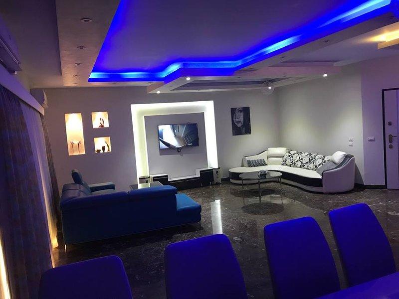 Luxury Apartment in a Villa, location de vacances à Al Rehab