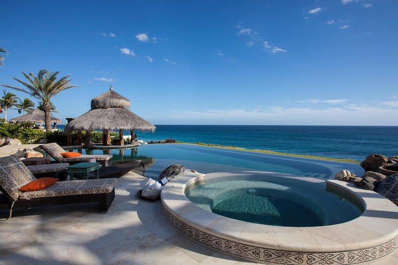 Bewundern Sie den unverbauten Blick auf den Strand, den Sie nur in dieser Luxusvilla erhalten können!