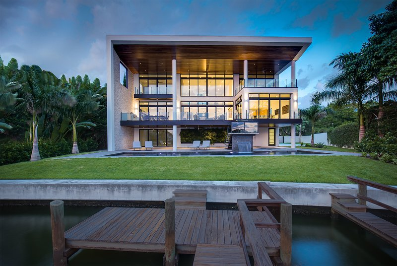 Luxury waterfront 5bed/5.5bath nestled in Harbor Acres, holiday rental in Sarasota
