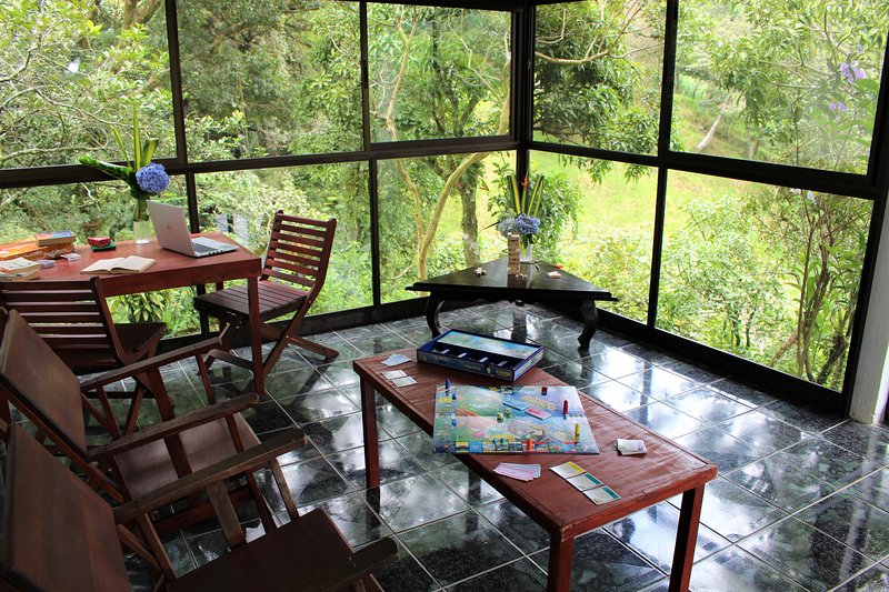 Mind-Shattering Views at Hummingbird Heights, holiday rental in Santa Elena
