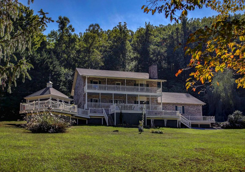 Escape to 'Heavenly Peace,' a stunning Sevierville vacation rental villa!