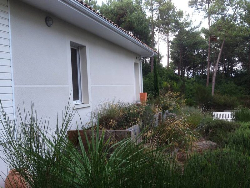 Grande résidence très calme et sécurisée. Grand jardin clos