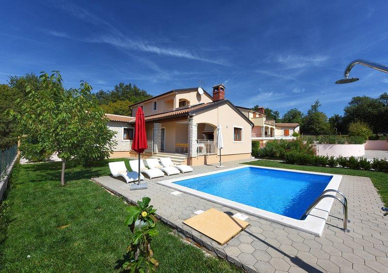 Villa PARIS NOVA VILA BR. 3, holiday rental in Kringa