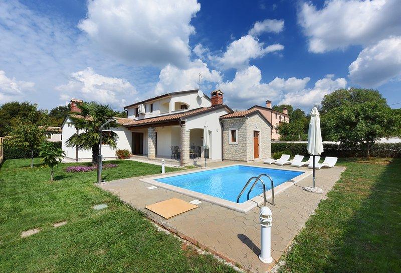 Villa DONJA BR.4  PARIS, alquiler de vacaciones en Sveti Lovrec