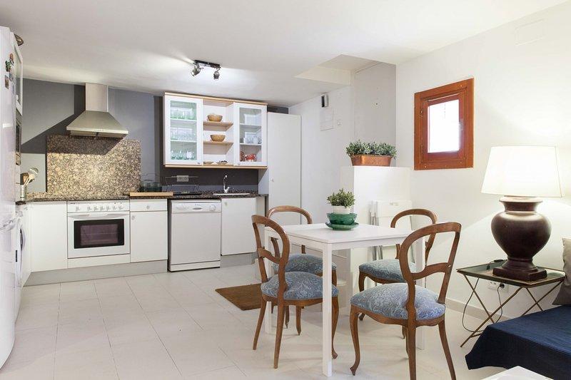 M (AXIII83) 2 ROOMS 6 PAX GARDEN, vacation rental in San Sebastian de los Reyes