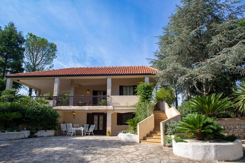 Villa with Private Pool in Monopoli for 8 guests, holiday rental in Cozzana