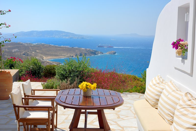 Chrysantina Suites, holiday rental in Choulakia