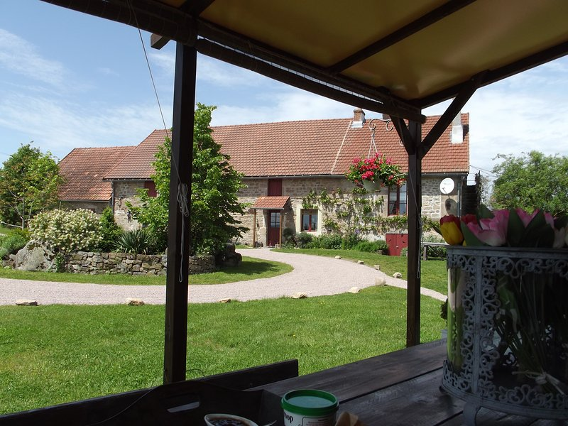 Fontaine la Mere Ferme de Charme, Location de Vacances, vacation rental in Laizy