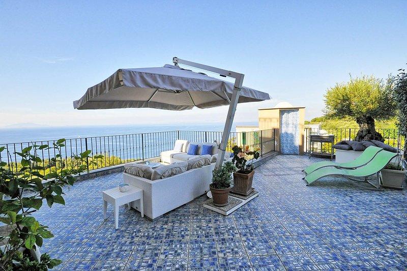 Casa Muzik - Sea view and terrace, holiday rental in Marina di Puolo