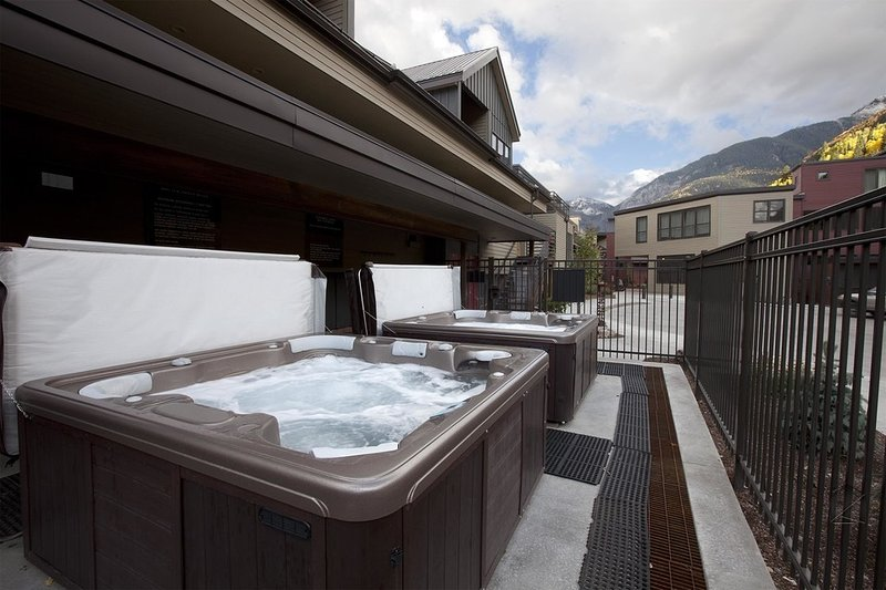 The Cimarron Lodge complex has 2 communal outdoor hot tubs.
