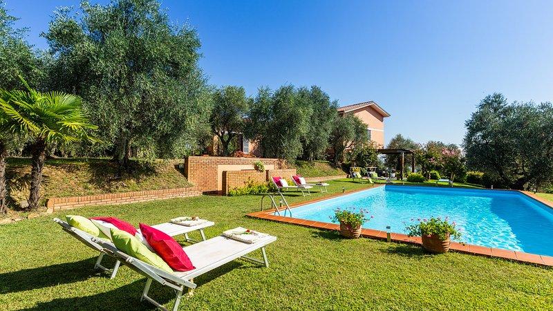 CASA DEGLI ULIVI 8, Emma villa Exclusive, holiday rental in Santa Maria del Giudice
