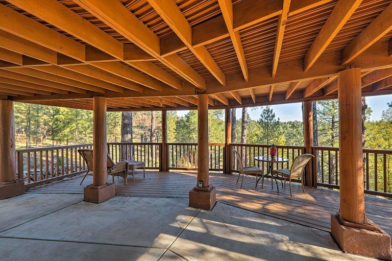 Secluded Flagstaff Apt on 4 Acres w/ Spacious Deck, location de vacances à Kachina Village