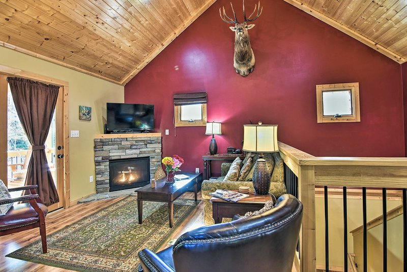 Cabin charm and modern amenities come together inside 'Elk Path.'