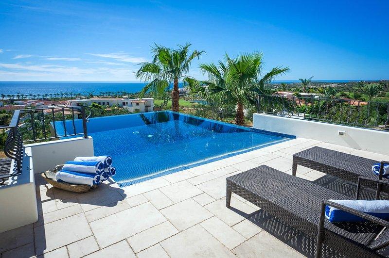 Enjoy a spectacular view of the Sea of Cortez and the surrounding Cabo del Sol area at Villa de los Faros!