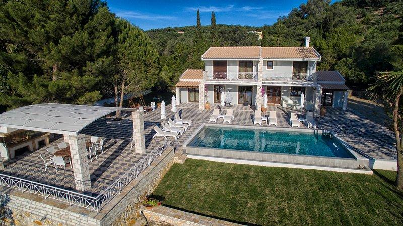 Luxury Villa Jupiter, location de vacances à Peroulion