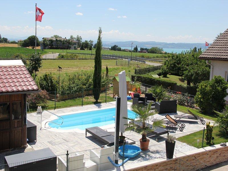 Appartement avec jacuzzi privatif exterieur et piscine semaine privatif, holiday rental in Les Ponts-de-Martel