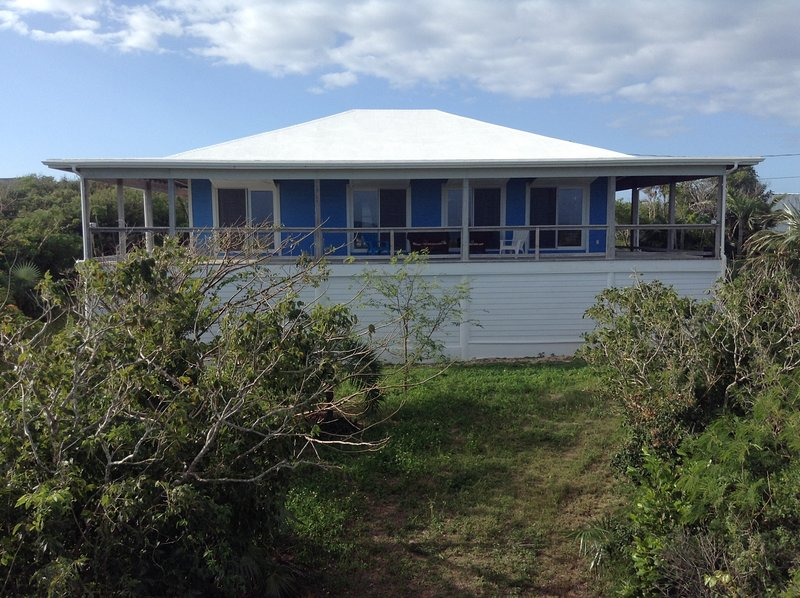 House of Blues at Deans Blue Hole, holiday rental in Clarence Town