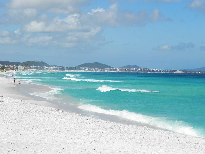 Apartamento pé na areia, vacation rental in Cabo Frio