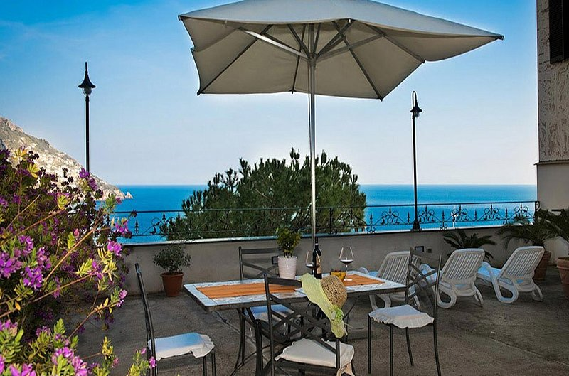 Positano Villa Sleeps 4 with Air Con and WiFi - 5228545, holiday rental in Montepertuso