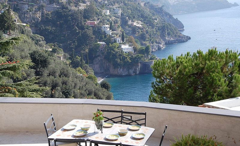 Positano Villa Sleeps 4 with Air Con and WiFi - 5228547, holiday rental in Montepertuso