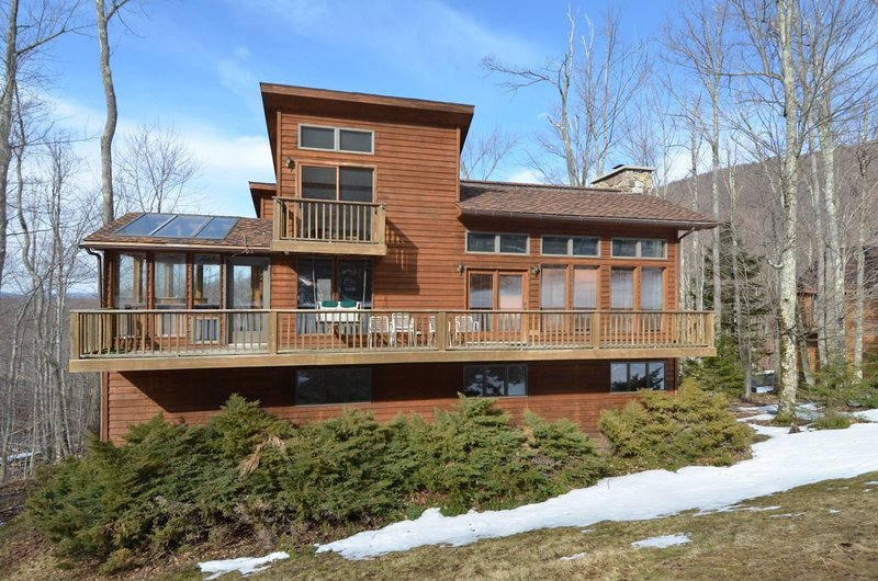 Ski Inn - 388 Brookside Road  Ski Inn - Great Access to Local Hiking Trails, Hot, alquiler vacacional en Upper Tract