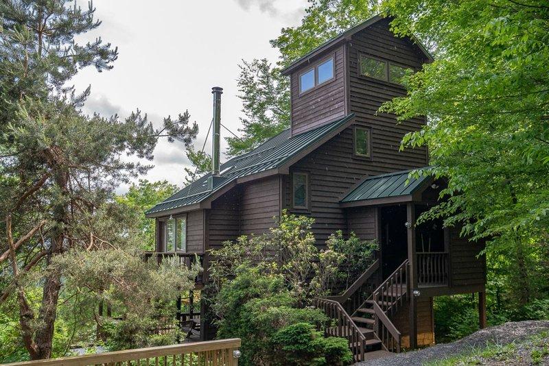 Mountain Mama - 65 Snow Run Road  Mountain Mama - Unique Home in Private Gated C, aluguéis de temporada em Vale do Canaã
