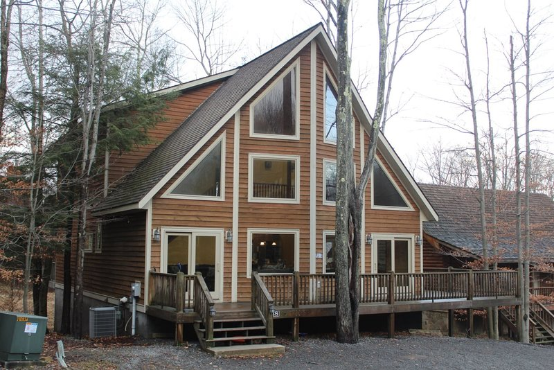Huck`s Place - 118 Brookside Drive  Huck`s Place - Great Access to Local Hiking, holiday rental in Canaan Valley
